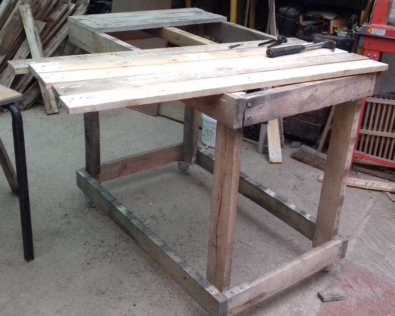 fitting the workbench top planks