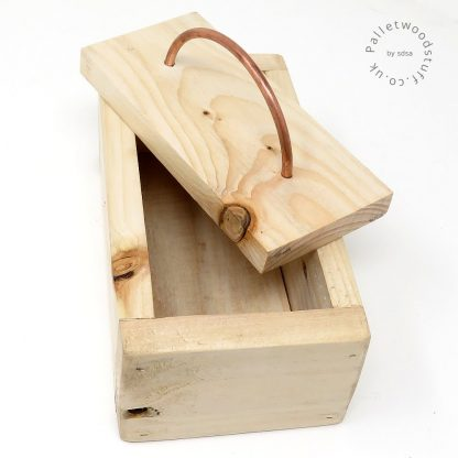Small Waxed Palletwood Box 01   Copper Handle